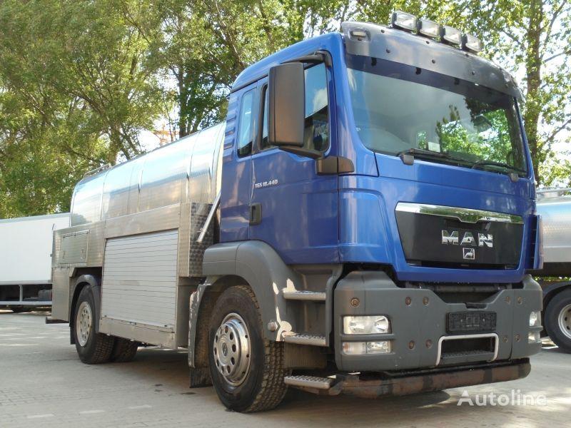 شاحنة نقل الألبان MAN 18.440