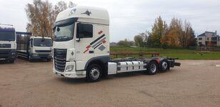 شاحنة نقل الحاويات DAF XF 106.440